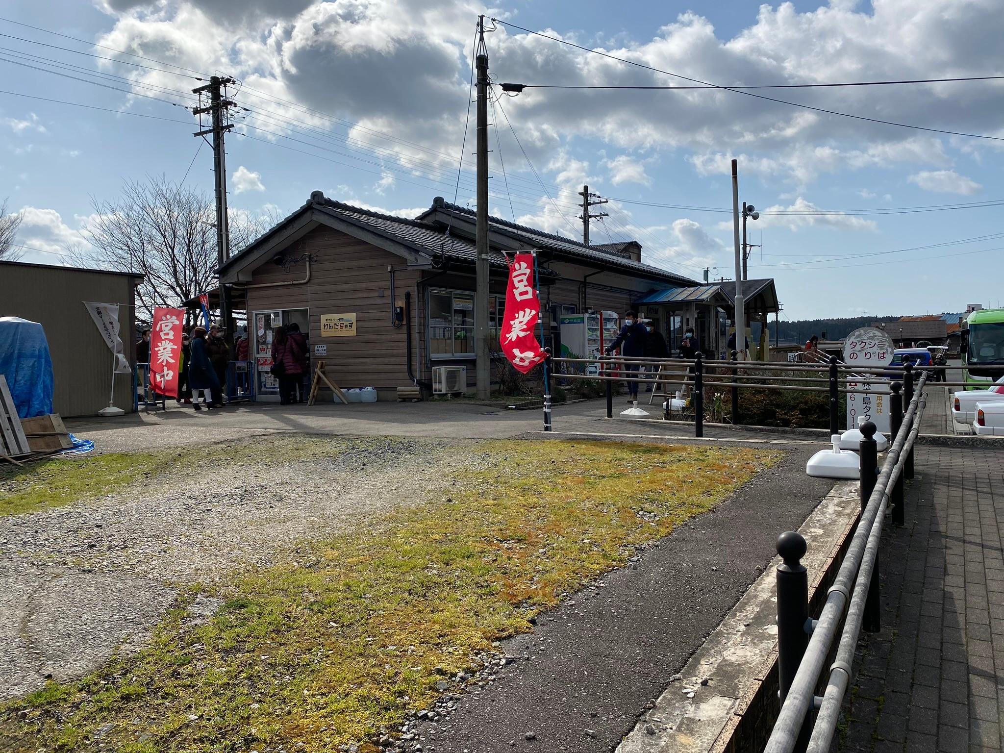 郵便列車から能登中島駅方面を眺める