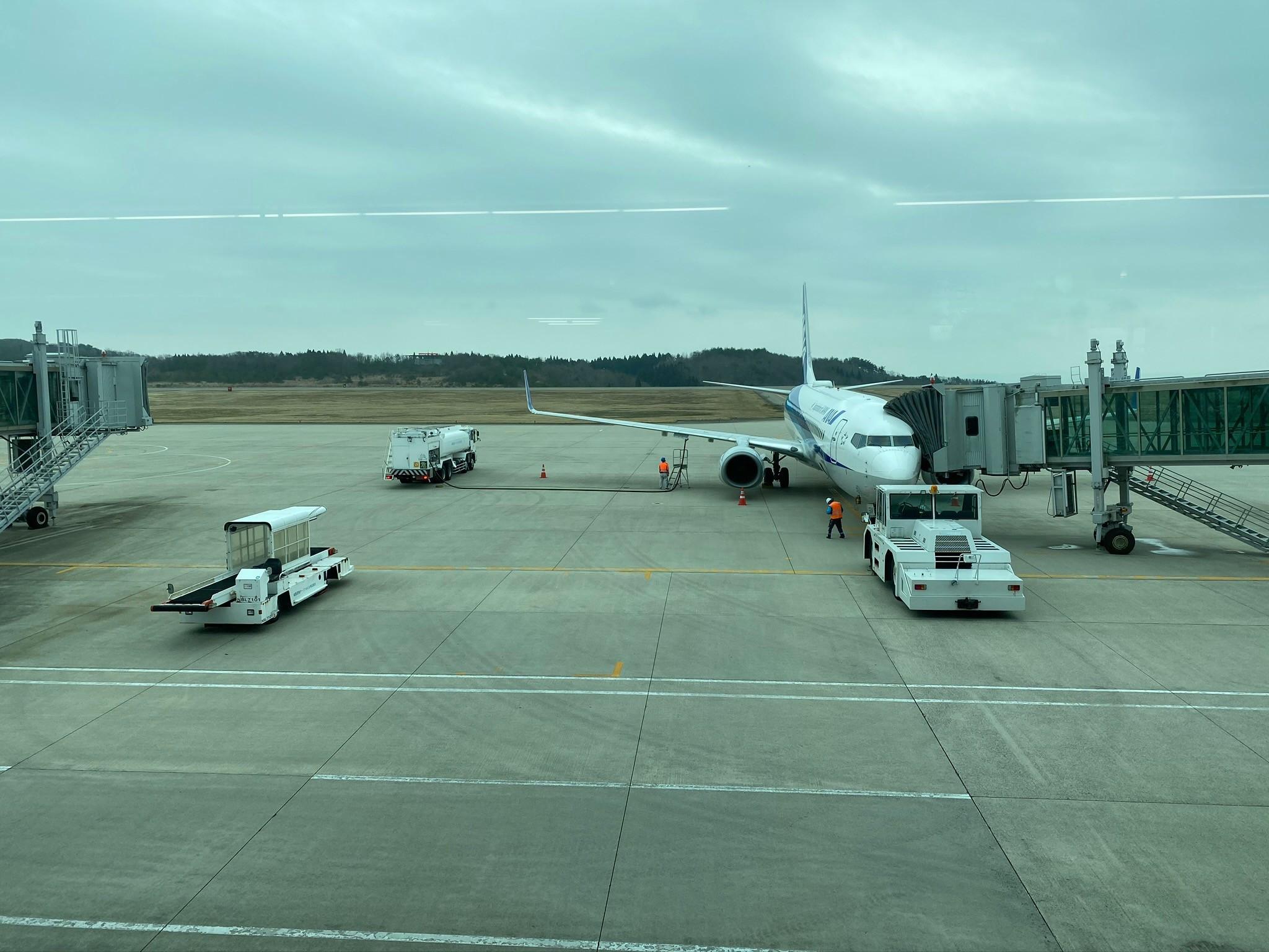 のと里山空港出発ロビーからの風景