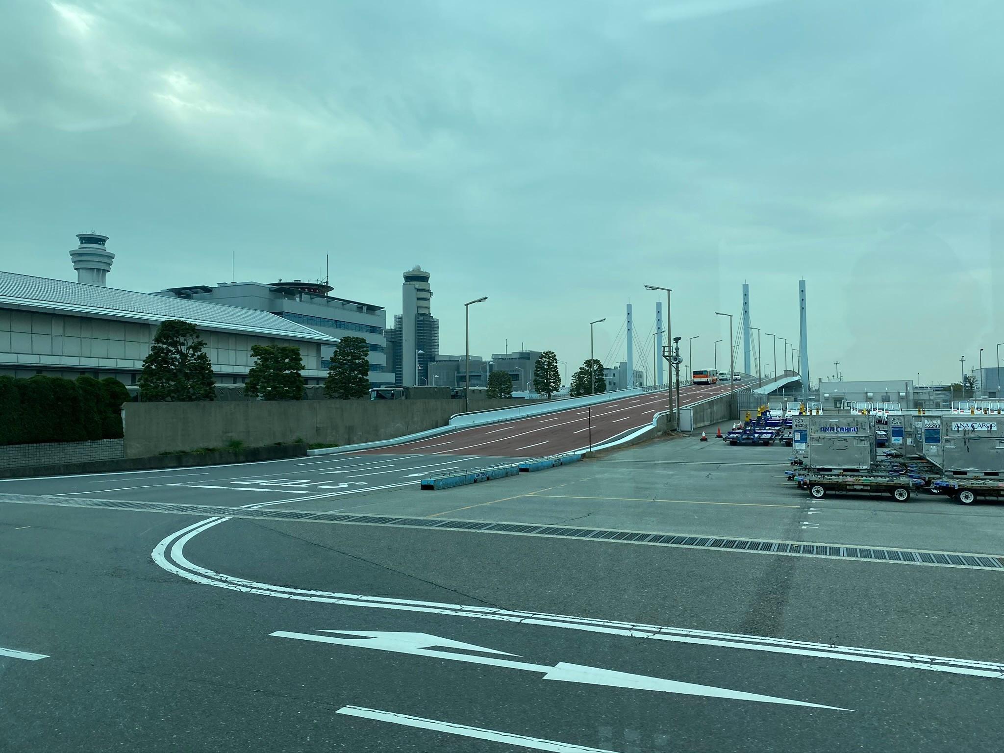 羽田空港リムジンバス車内からの風景
